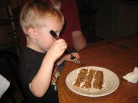 dowen eating cake
